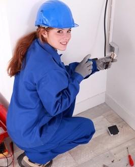instalowanie aparatury w budynkach